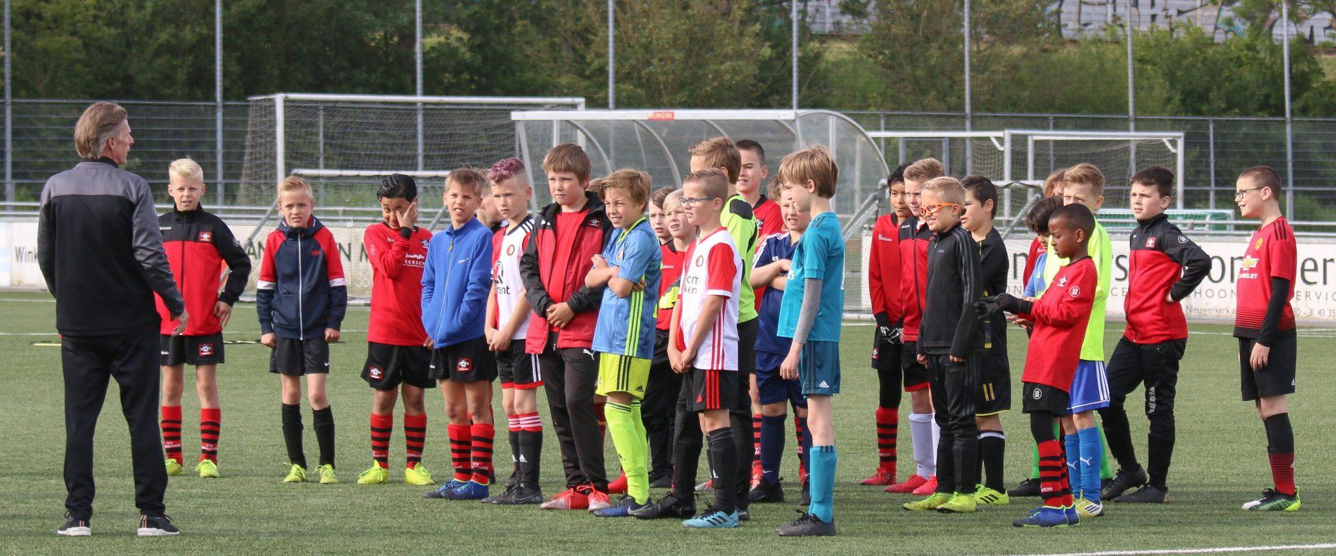 Permalink to: 16 mei 2020: Voetbalclinic JO10-recreatie door trainers ZA1 door Jolanda van het Kaar